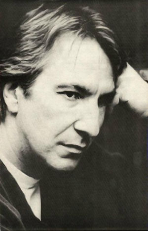 艾伦·里克曼 (Alan Rickman)照片欣赏: http://qiluo.net/spe/snape/actor/photo.htm